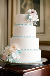 Vintage-Inspired-Wedding-Cake-Tiffany-Blue-Trim