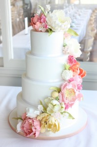 vintage-inspired-wedding-flower-cake-pretty-pink
