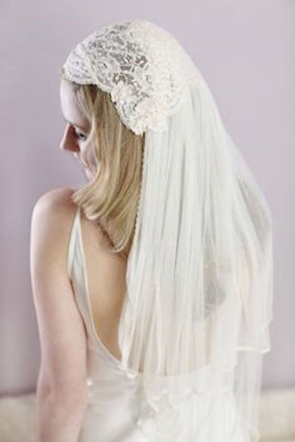 JULIET-CAP-VEIL-VINTAGE-TWO-TIERED-CAP-VEIL-WITH-LACE-VE19N-INWEDDINGDRESS.COM-1