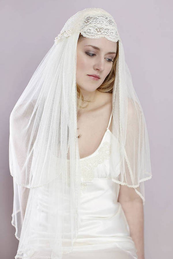 JULIET-CAP-VEIL-VINTAGE-TWO-TIERED-CAP-VEIL-WITH-LACE-VE19N-INWEDDINGDRESS.COM-2