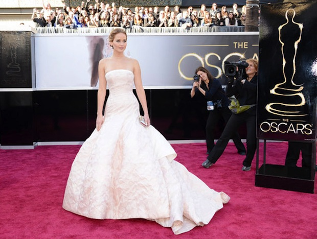 Oscars-2013--Jennifer-Lawrence-The-Red-Carpet-Show-In-Dior-Couture-Dress
