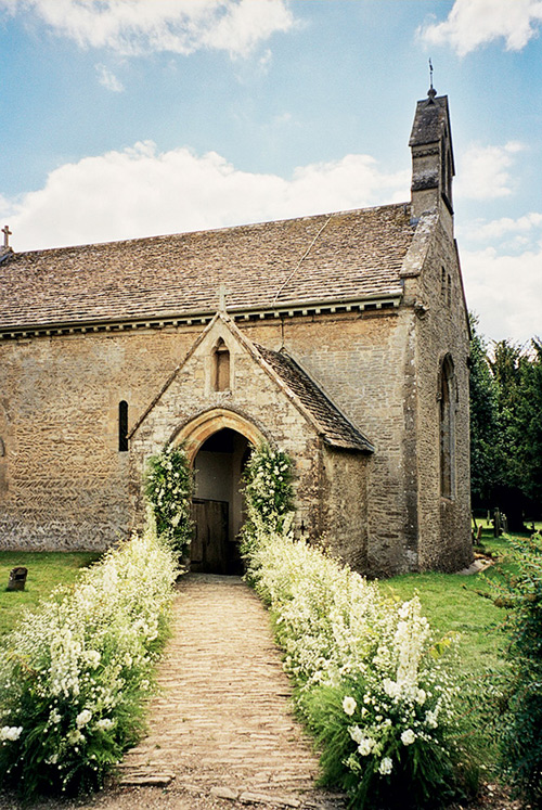 kate-moss-wedding-church-cotswolds