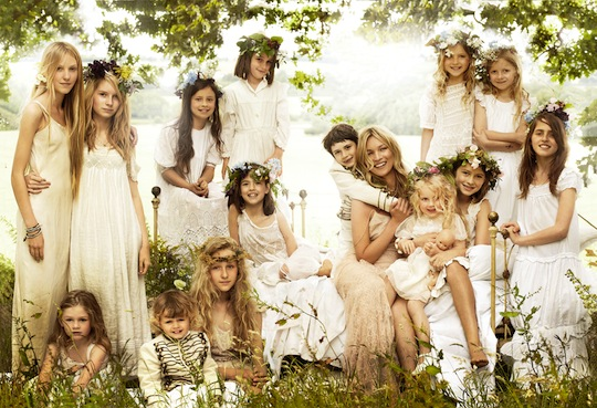 kate-moss-wedding-pics-family-group-photo