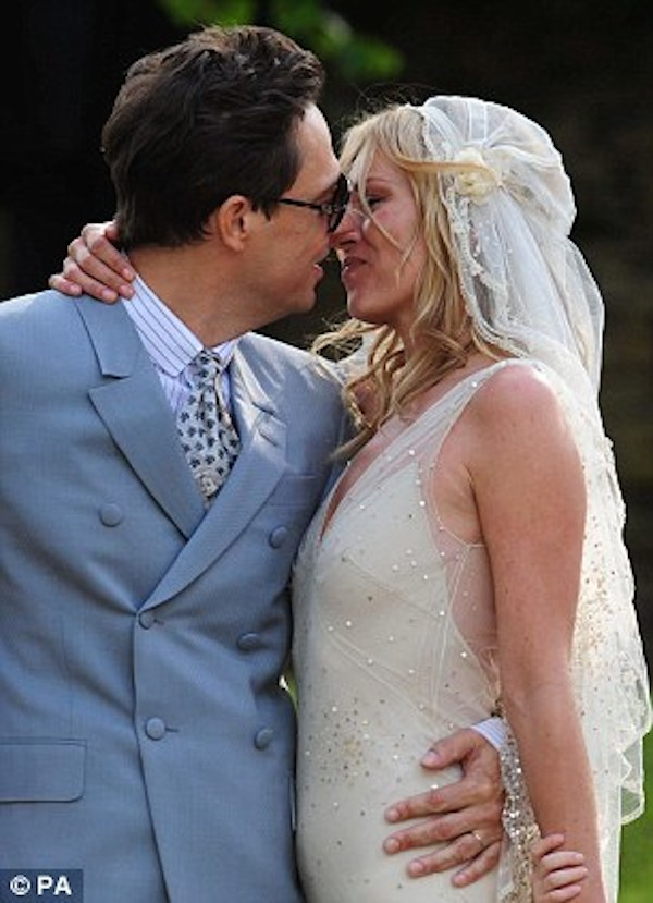 kate_moss_wedding-vintage-inspired-wedding-kate-moss-wedding-dress-kate-moss-bridal-veil-replica-2