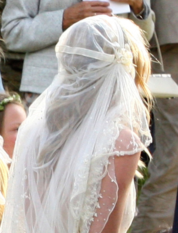 kate_moss_wedding-vintage-inspired-wedding-kate-moss-wedding-veil-kate-moss-bridal-veil-replica-11