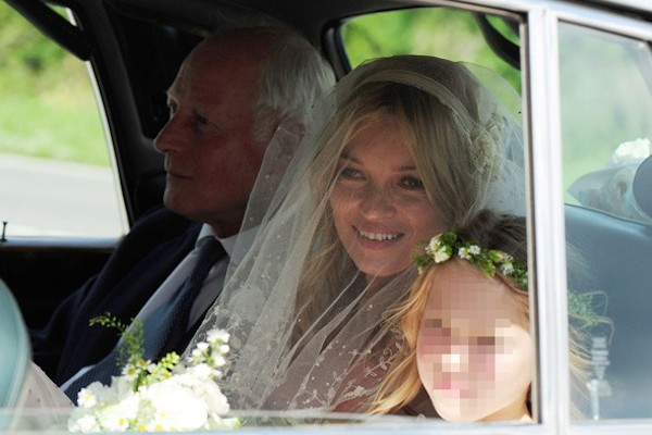 kate_moss_wedding-vintage-inspired-wedding-kate-moss-wedding-veil-kate-moss-bridal-veil-replica-9