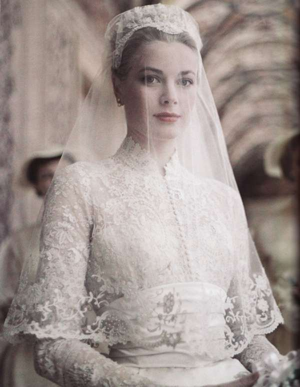grace-kelly-bride-vintage-mantilla-veil-classic-bride