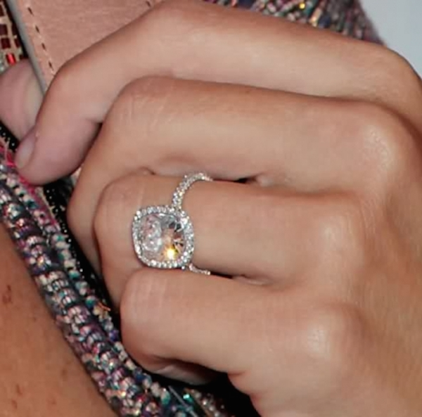 molly-sims-engagement-ring-vintage-inspired-halo-ring-bloom-ring-diamond-halo-engagment-ring-wedding-ring-5