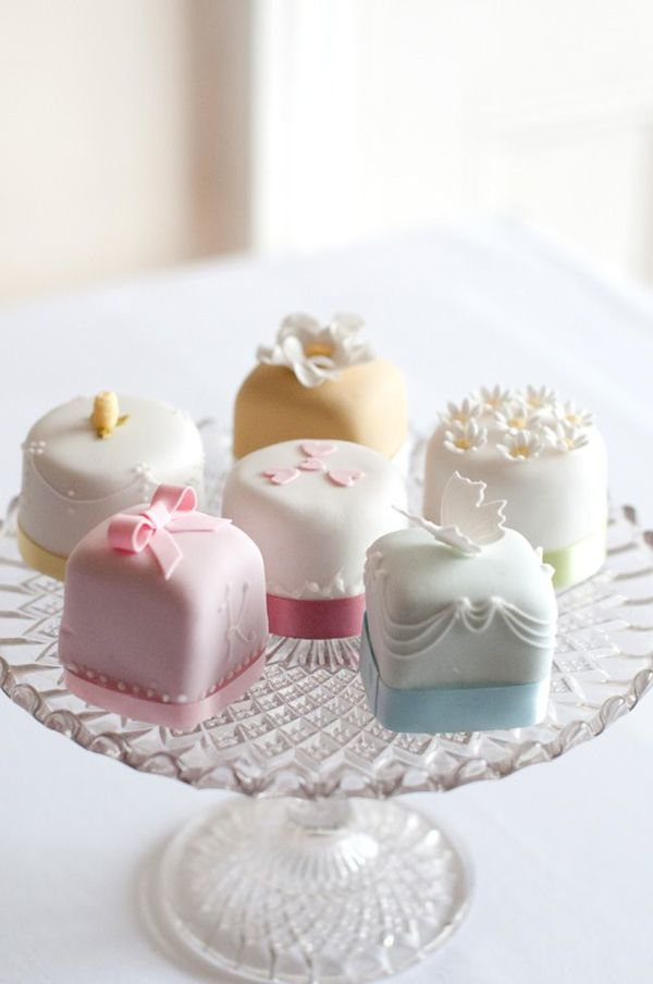 wedding-cake-alternatives-Little-petite-fours-cakes-mini-cakes-vitage-inspired-adorable-little-cakes-wedding-9
