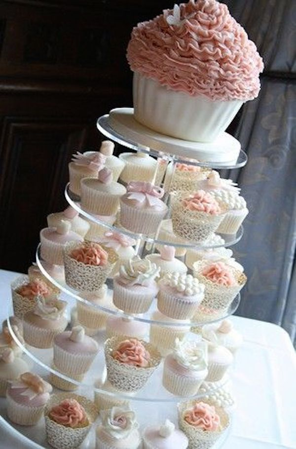 wedding-cake-alternatives-cupcake-tower-vintage-snspired-cupcakes-12